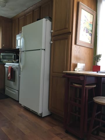 breakfast bar and full kitchen with keurig and coffee