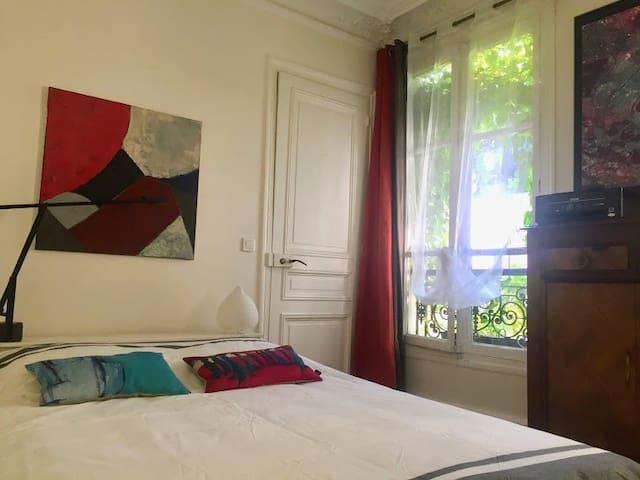 Chambre privée dans un appartement familial