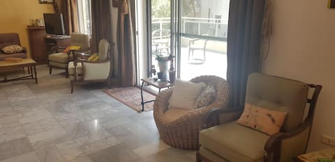 Charming 3-bedroom apt with garden and sea view