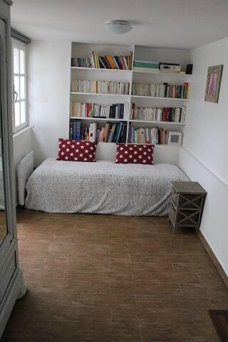 Coin chambre (canapé lit 2 places aujourd'hui - photo non à jour)
