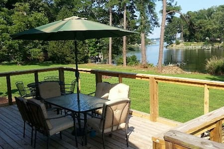 Reedville Home w/4 Bikes, 6 Kayaks & River Access