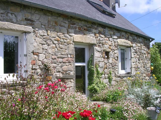 Maison bretonne à 200 m. de la mer - Crozon - Huis