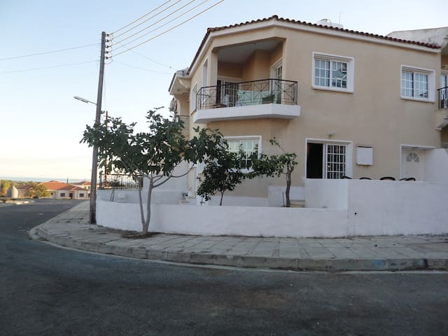 Warm Bright Home Close to the Beach - Mazotos