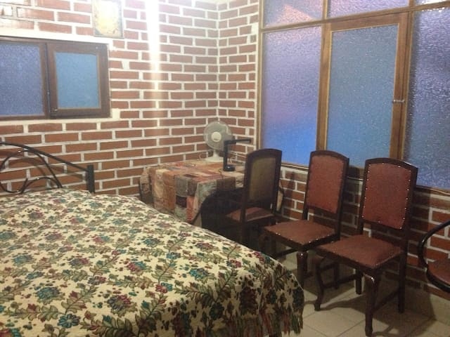 Downtown location in a home with gardens - Cochabamba - House