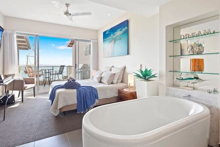 Luxurious ocean view apartment- wifi- pool- spa