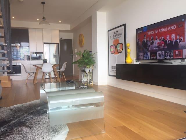 Retro / Industrial Style Apartment - Rosebery - Flat