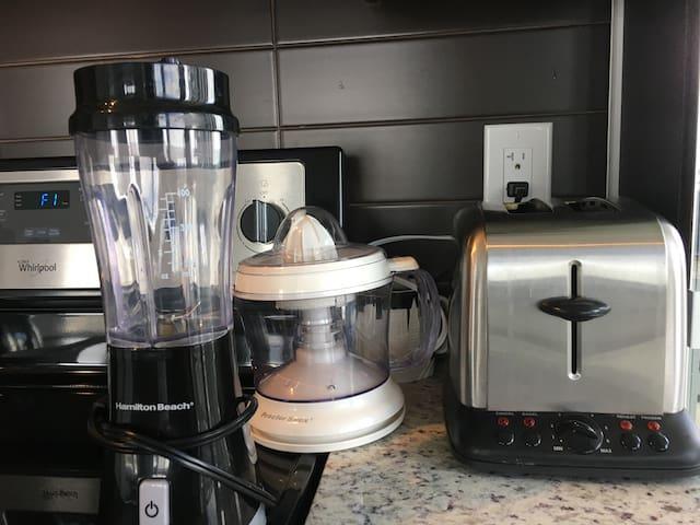 Blender, Juicer, Toaster