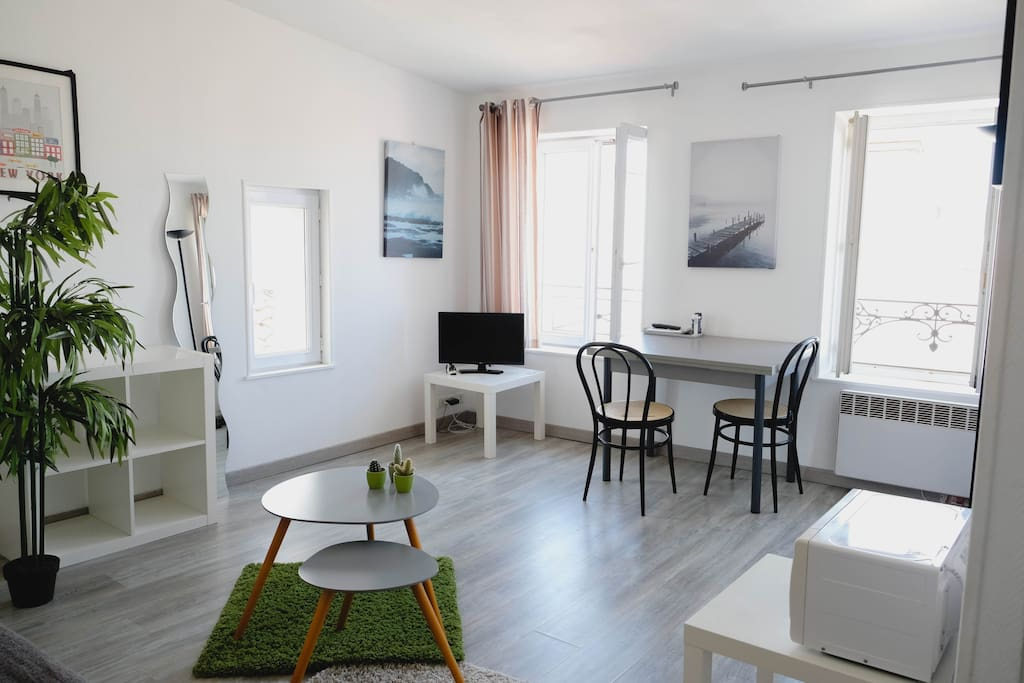 studio sans vis a vis quartier du marche appartements louer la rochelle poitou charentes. Black Bedroom Furniture Sets. Home Design Ideas