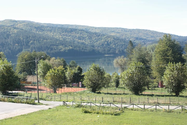 Cosy flat with lake view in Lorica