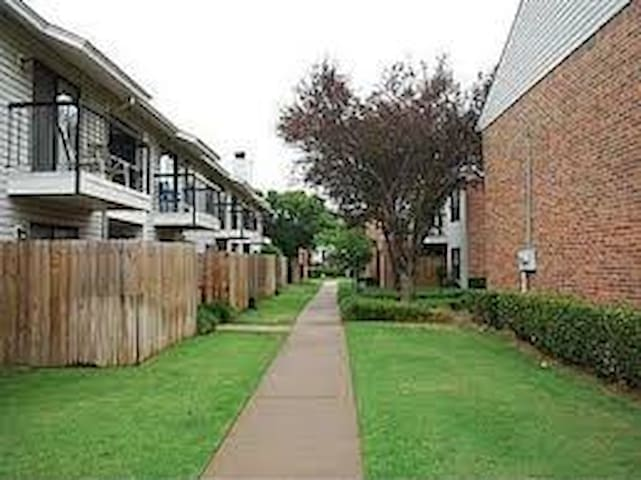 Cozy Condo- near OU Lloyd Noble Ctr - Norman - Apartment