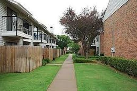 Cozy Condo- near OU Lloyd Noble Ctr - Norman - Departamento