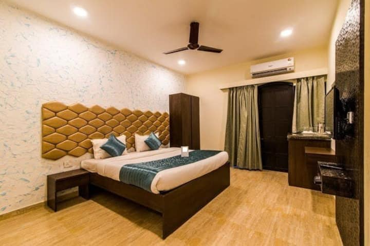 Deluxe room with swimming pool.