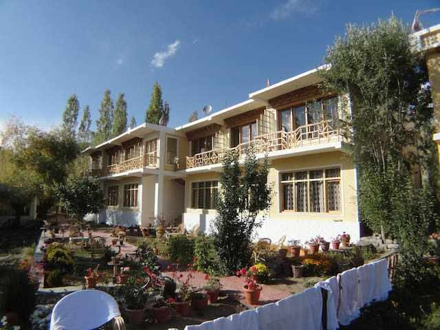 SANGTO VILLA  PERFECT LOCATION - Leh