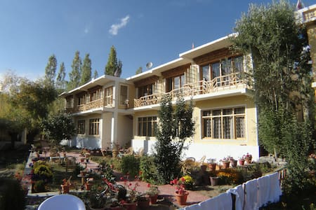SANGTO VILLA  PERFECT LOCATION - Leh - Huvila