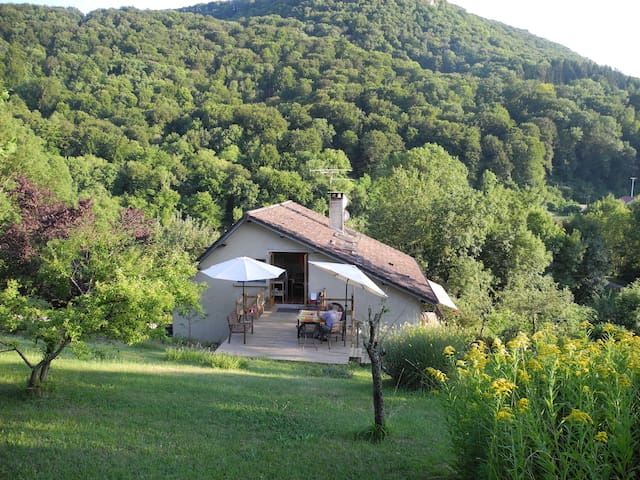 on the river Doubs and bicycletrack euro 6 - Fourbanne - Apartamento
