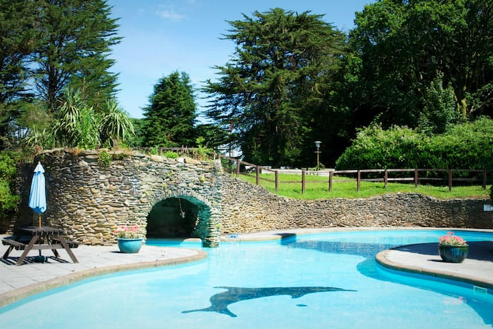 have fun in the gorgeous outdoor heated (from May to September) pool