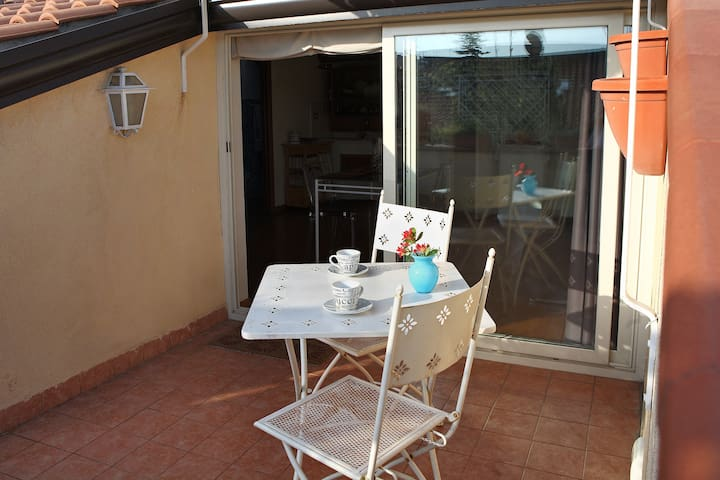 Mansardina Small Romantic  Apartment near the sea