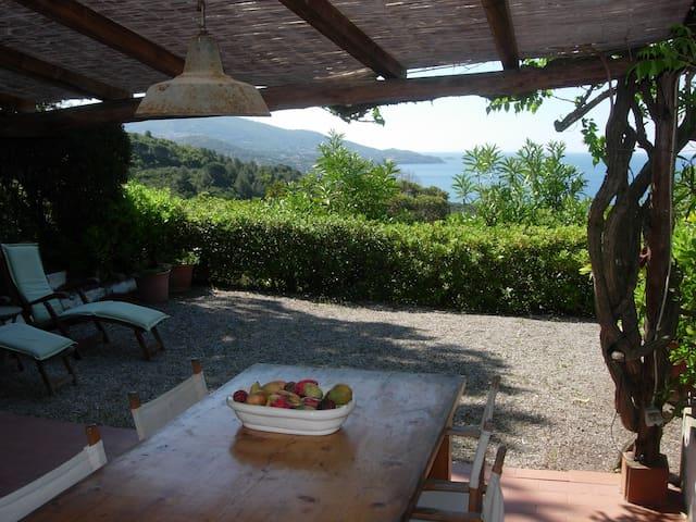 Villa vista mare e ampio giardino - Portoferraio - Villa