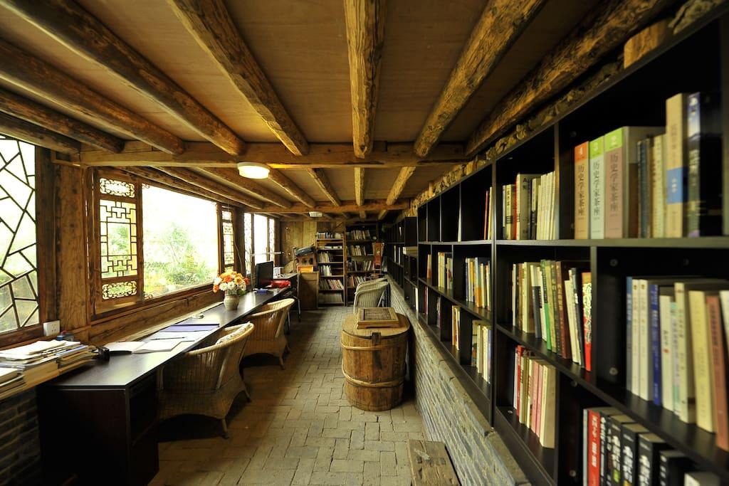 位于前院的沉静书屋正好安放浮浮的心绪。