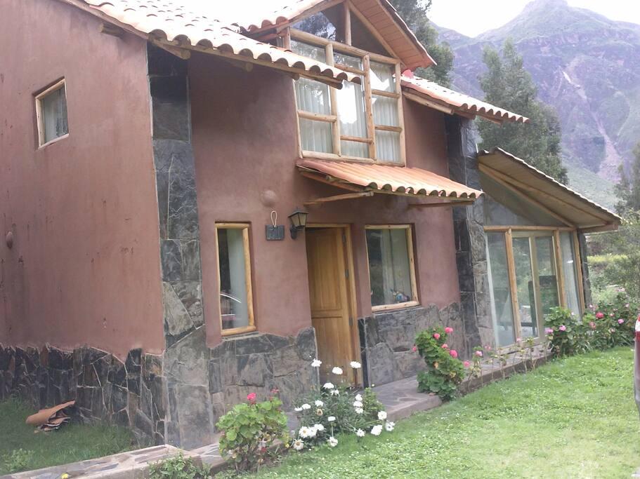 Linda y acogedora casita de campo Ubicada en el Valle Sagrado de los lncas, cuenta con una vista espectacular, en medio de la naturaleza.