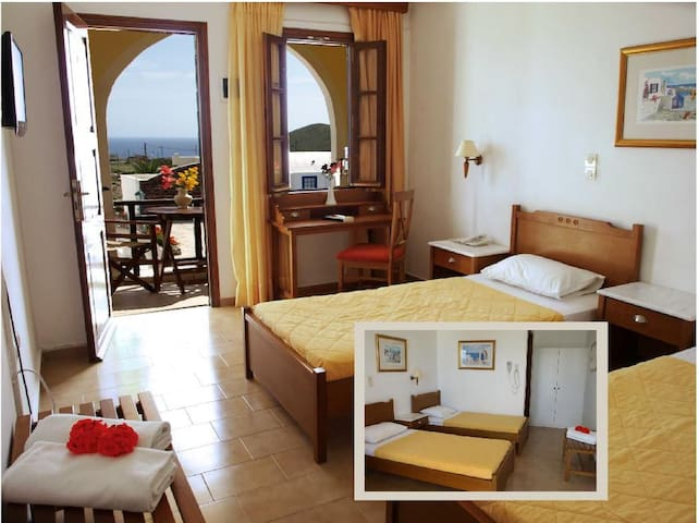 Cute twin room 3 , pool and sea  view - Thera - Hotel boutique
