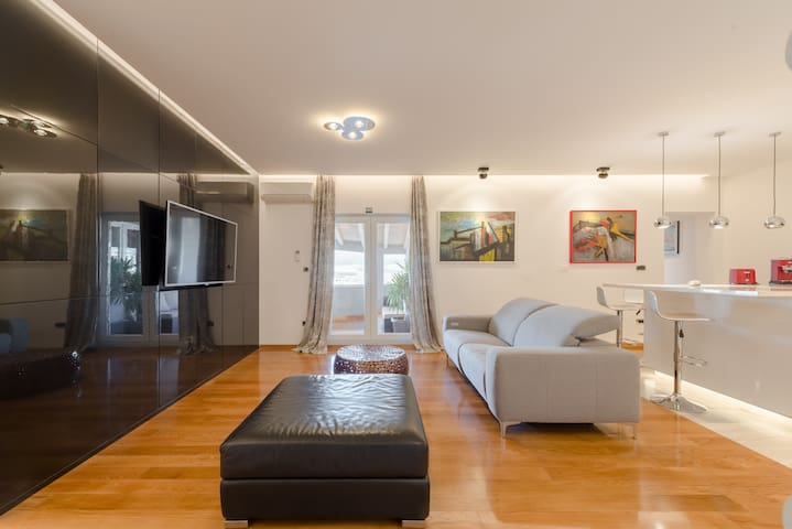 Apartment with terrace and gym L&K***