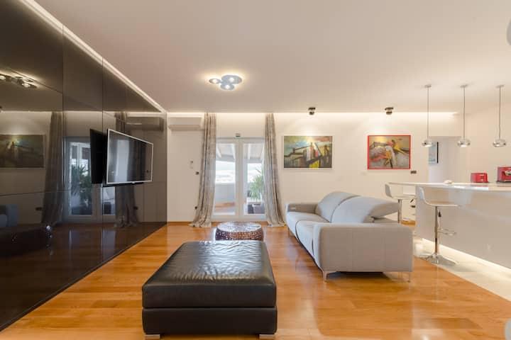 L&K *** Comfortable apartment/large terrace & gym