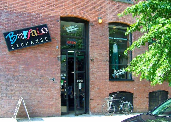 ARTIST LOFT+OFFICE in PRIME WILLIAMSBURG!