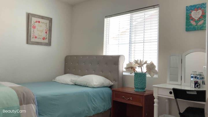 12127全新别墅温馨雅房#5,免费wifi,免费停车,可以使用厨房,洗衣服,烘干机,长住优惠