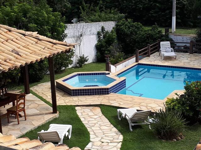 Linda Casa com piscina e hidro na Ferradura Búzios