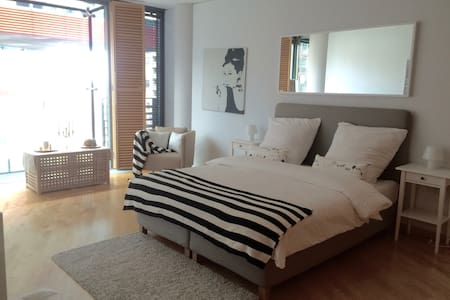 PURE LUXUS! 2BED/2BATH most central! SONY CENTER! - Berlin - Apartment