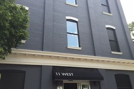Executive Style 1 bedroom in Downtown Brantford - Apartment
