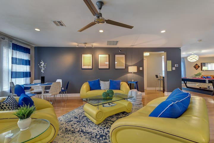 SMART HOUSE, 5 bdr, 2 story, FOOSBALL, POOL TABLE