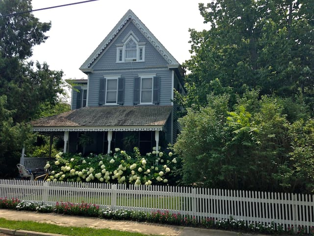 5 Bedroom Victorian walk to beach - Cape May - House