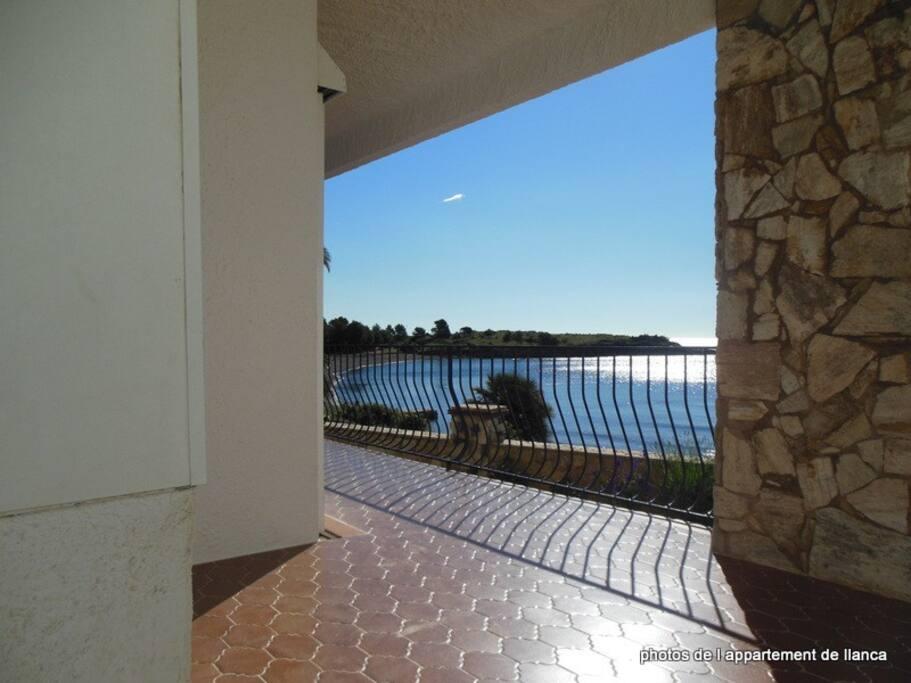 vue de l'angle de  la terrasse  VOYEZ CE MAGNIFIQUE SOLEIL ESPAGNOL QUI INONDE LA TERRASSE !!!!
