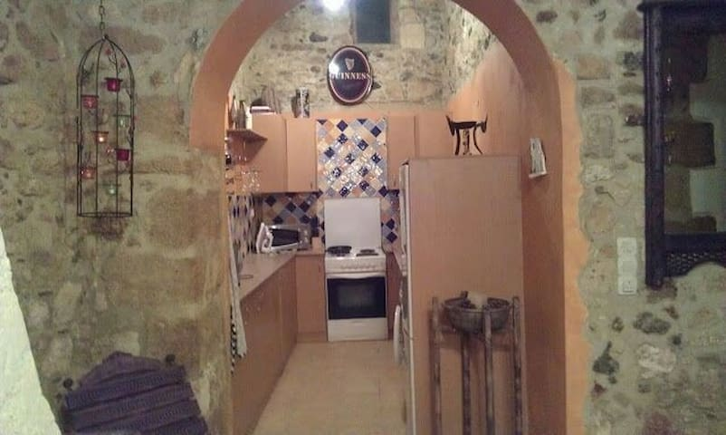 Traditional stone village house. - Gouves - Casa