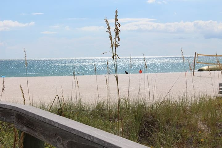 Great Value on St. Pete Beach - St. Pete Beach - Huoneisto
