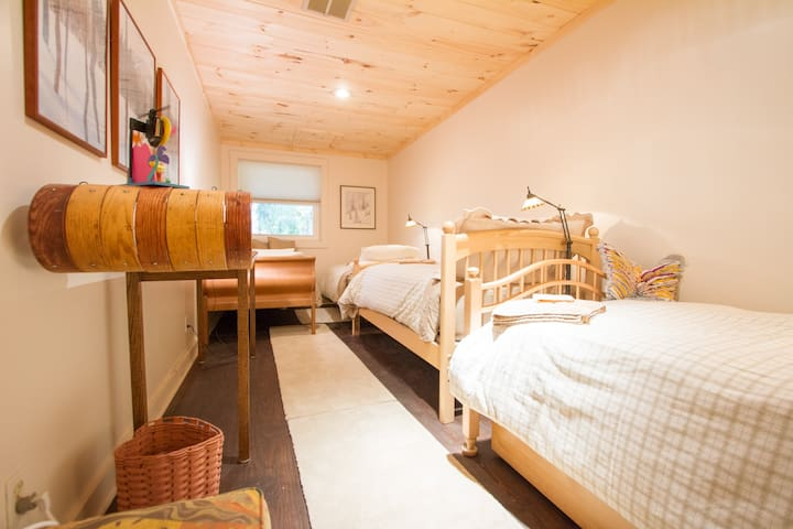 Yogabnb Warrior 3 Room (4 single beds) - Stratton Mountain - Bed & Breakfast