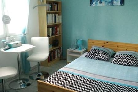 Chambre(s), SDB privative, 2 km du centre Moulins;