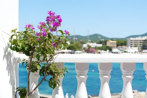 Lite hotell med storslått utsikt over havet