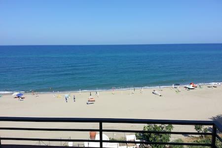 casa vacanze fronte mare - Tronca - Flat