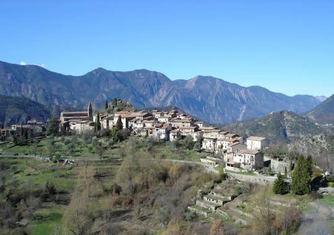Dans Superbe Village de l'arrière Pays Niçois WIFI