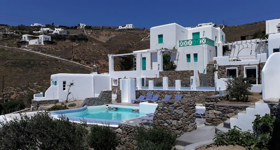 Antoninis Village-T' Anapli Stoudio
