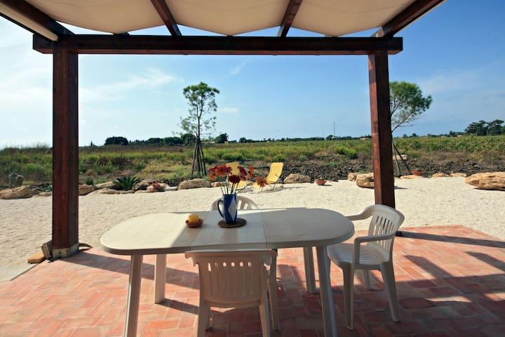 """Villa """"Vento del Belice"""" - porto palo di menfi - Hus"""
