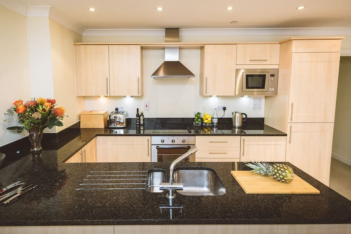 Jade - Windsor Suite, Royal Swan Quarter: 2 bed 2 bath apartment with courtyard