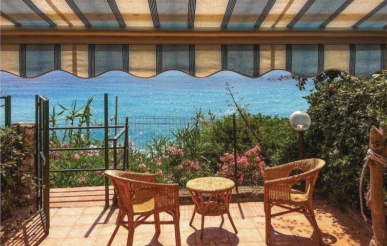 Holiday apartment with 3 bedrooms on 80 m² in Cittadella del Capo CS