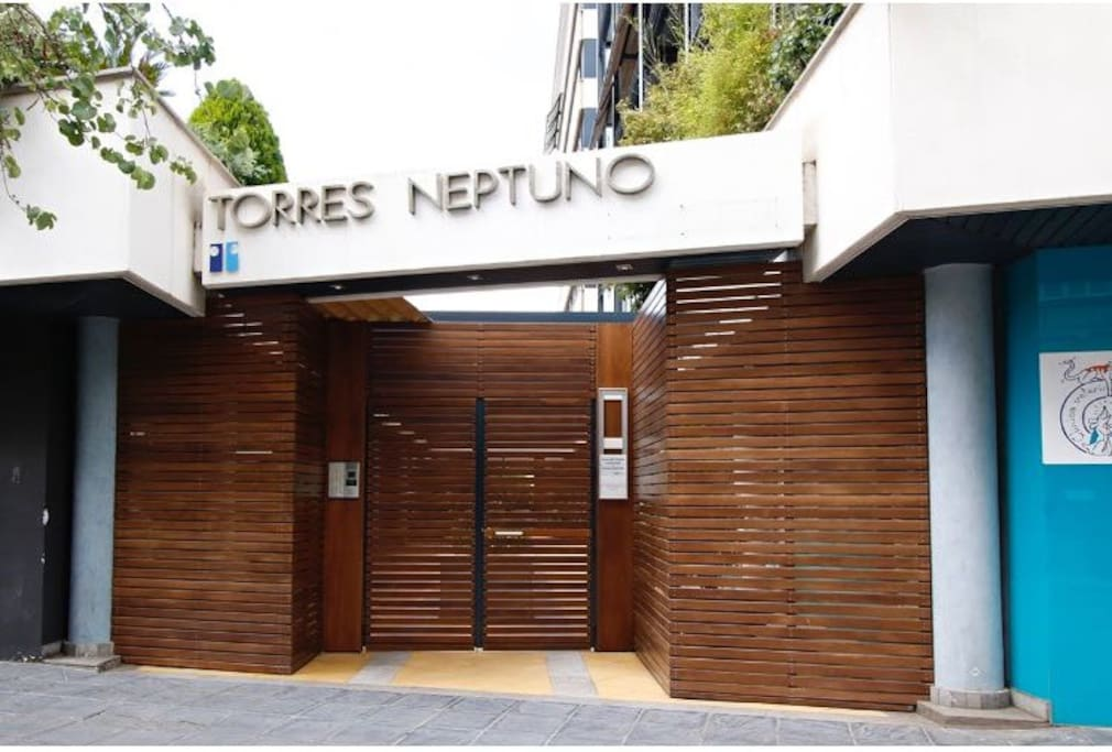 entrada edificio lujo