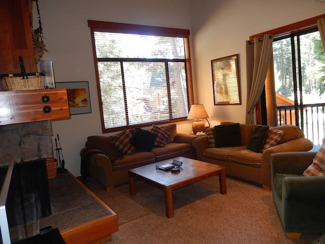 3 BRs /3 Baths+ Loft, Close to Alpine and Squaw
