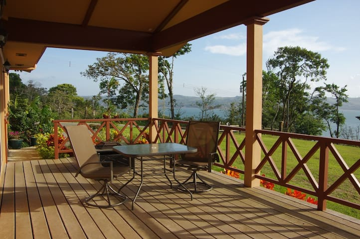 Villa Colibrí Cozy Lake Front New Home