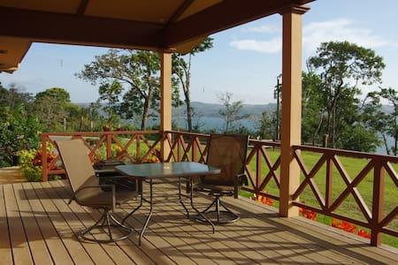 Villa Colibrí Cozy Lake Front Home